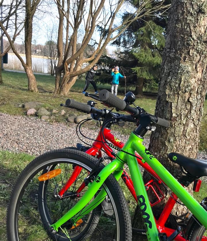 Ajamisen iloa Frog Bikes-lastenpyörillä