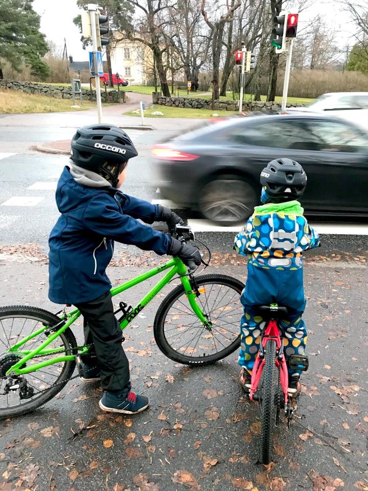 Millainen on turvallinen pyöräilykypärälapselle?
